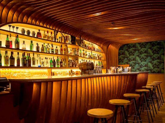 locale-bar-bancone-illuminato