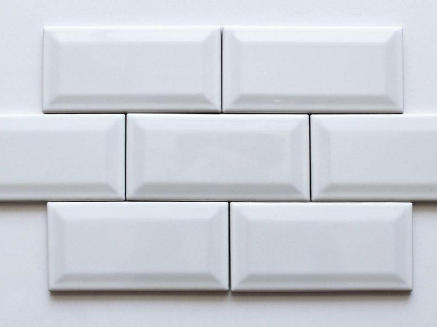 Dettagli piastrelle bianche