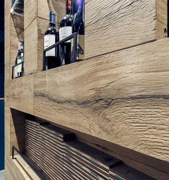 scaffale in legno ristorante
